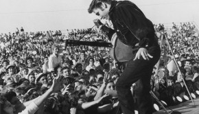 Elvis-Presley-At-Concert-1440x900