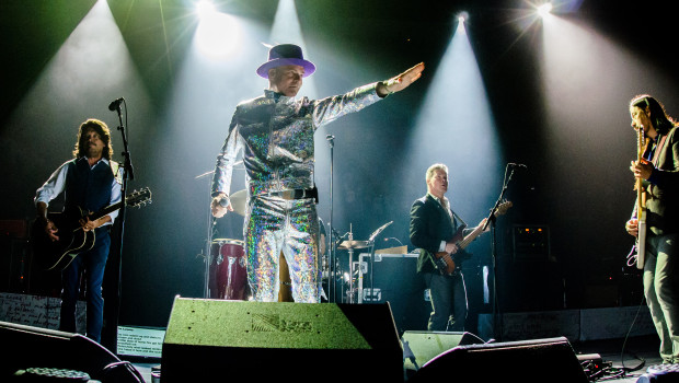"""TORONTO, ON - AUGUST 10:  The Tragically Hip performs on stage during """"Man Machine Poem"""" tour at the Air Canada Center on August 10, 2016 in Toronto, Canada.  (Photo by GP Images/WireImage)"""