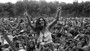 woodstock-audience-member-with-peace-signs